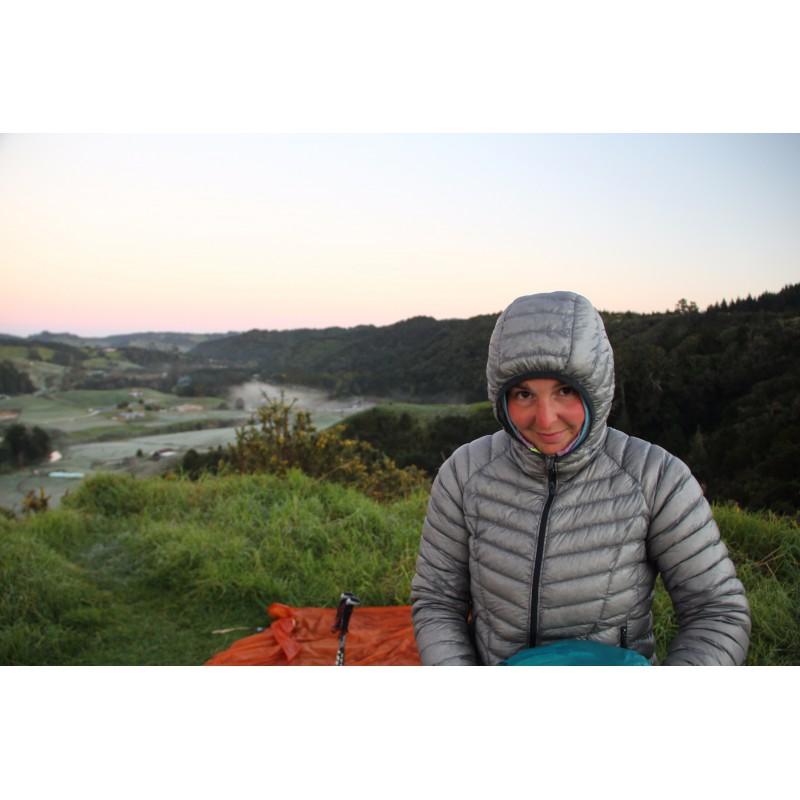 Tuotetta Mountain Hardwear - Women's Ghost Whisperer Down Hooded koskeva kuva 1 käyttäjältä Melanie