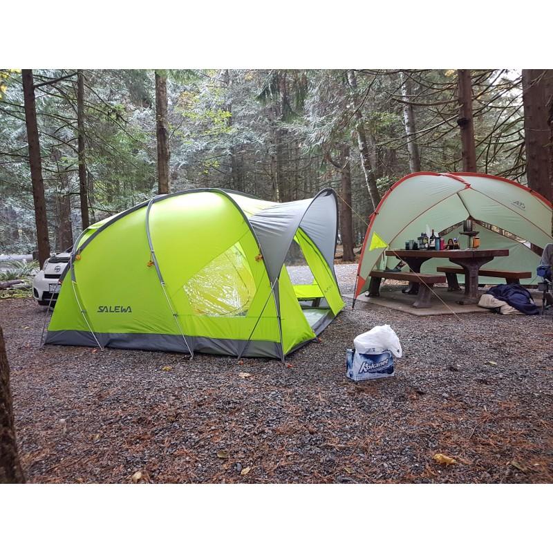 Tuotetta Salewa - Alpine Hut IV - 4 hlön teltta koskeva kuva 1 käyttäjältä Jeff